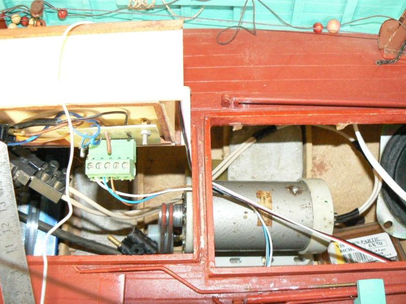 Comment motoriser une maquette et pour l'exemple celle du Chalutier. P1060510