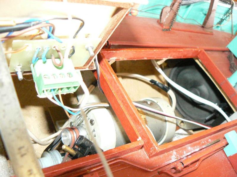 Comment motoriser une maquette et pour l'exemple celle du Chalutier. P1060511