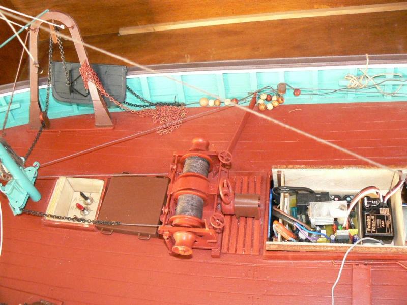 Comment motoriser une maquette et pour l'exemple celle du Chalutier. P1060512