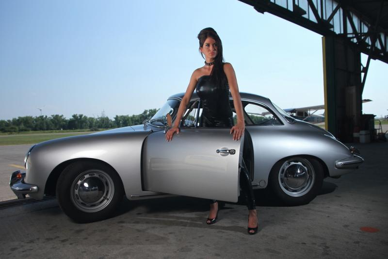 Porsche and Girls - Page 11 Babe2011
