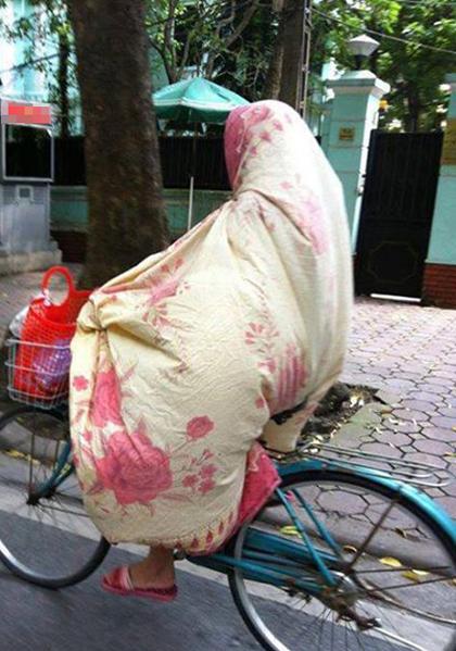 Muôn kiểu tránh nóng trên thế giới Chongn10