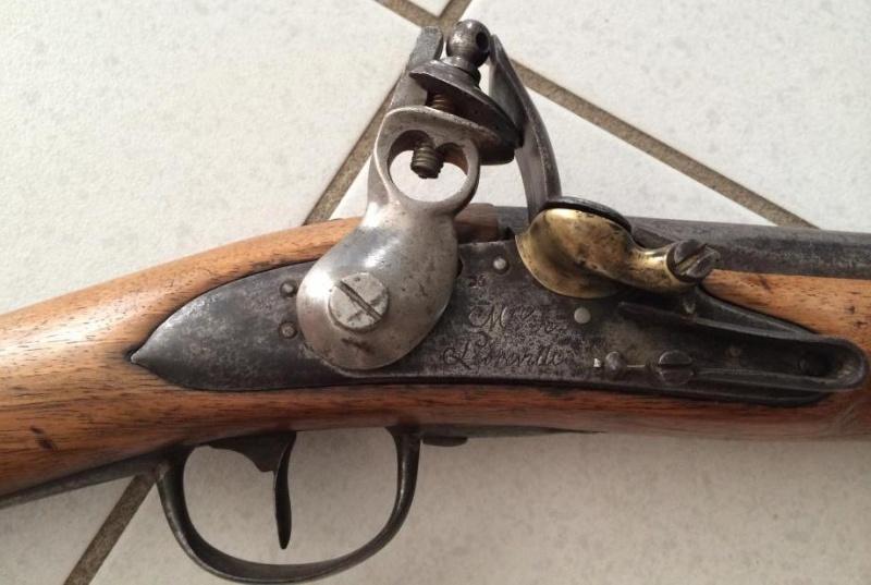 Fusil de la manufacture de Libreville. Librev10