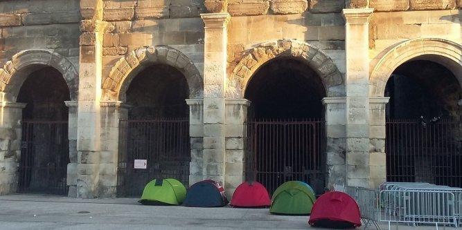 Midi libre .fr Nîmes : ils campent devant les arènes pour voir Johnny Quelqu10