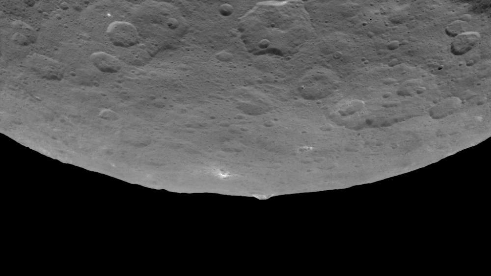 La planète naine Ceres intrigue beaucoup les scientifiques et planétologues... Xeres110