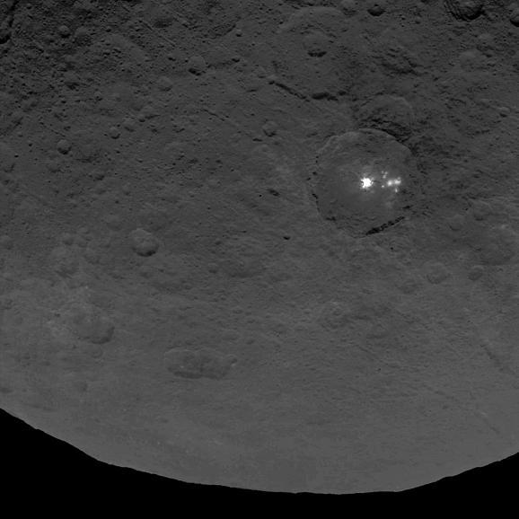 La planète naine Ceres intrigue beaucoup les scientifiques et planétologues... Xeres310