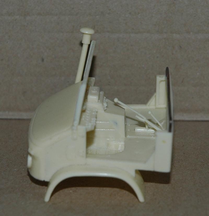 Montage spécial Mika. MB Unimog 404 Portugais en Angola ou Mozambique de chez Das werk Dsc_0015