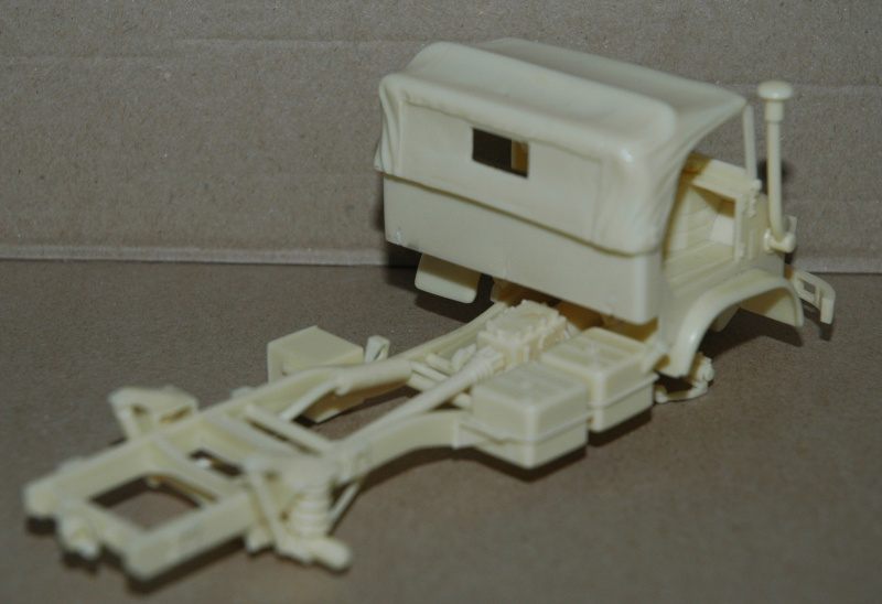 Montage spécial Mika. MB Unimog 404 Portugais en Angola ou Mozambique de chez Das werk Dsc_0022