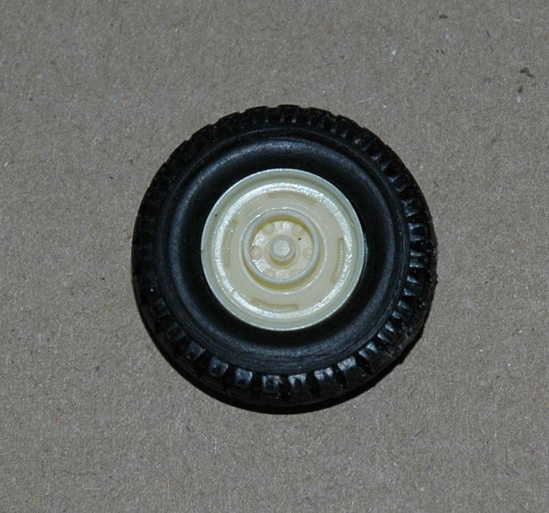 Montage spécial Mika. MB Unimog 404 Portugais en Angola ou Mozambique de chez Das werk Dsc_0024