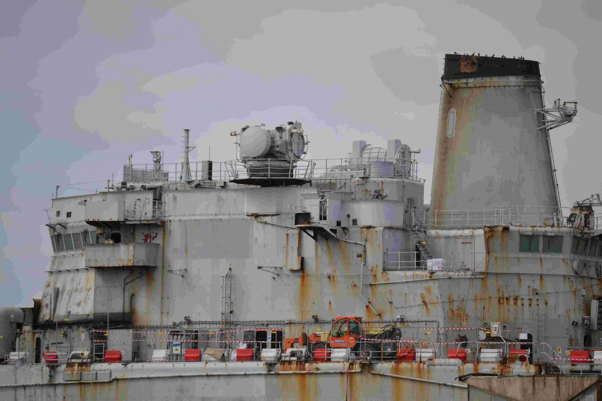 [Autre sujet Marine Nationale] Démantèlement, déconstruction des navires - TOME 2 - Page 4 410