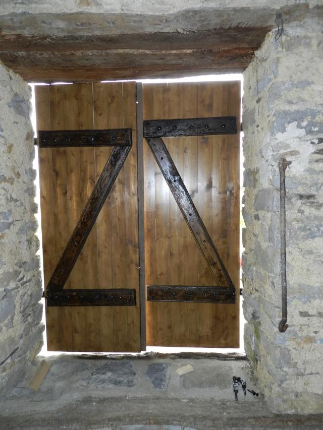 Réfection de la porte de l'ancienne étable devenue menuiserie Vauvyr79