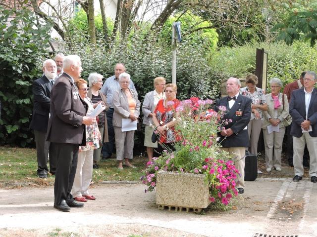 11 Août 2015 - Cérémonie à la mémoire du Sous Lt B. d ' Arcanques . Dscn3712