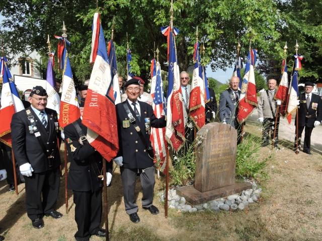 Cérémonie à la Mémoire du Sous Lieutenant d' Arcanques  2 DB . Dscn3717