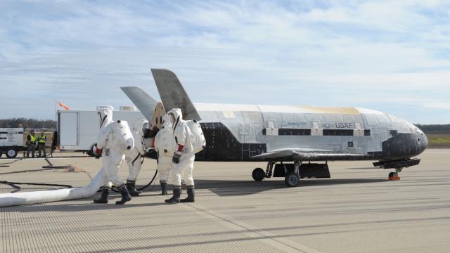 la navette drone X-37B ( elle a fait une mission de 2 ans!) 00000010