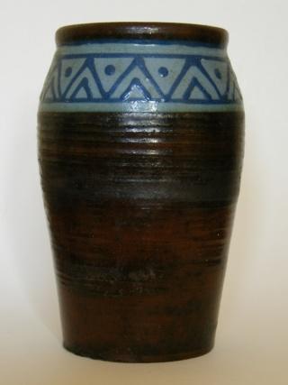 Bovey Tracey Art Pottery (Devon) Dscf1510