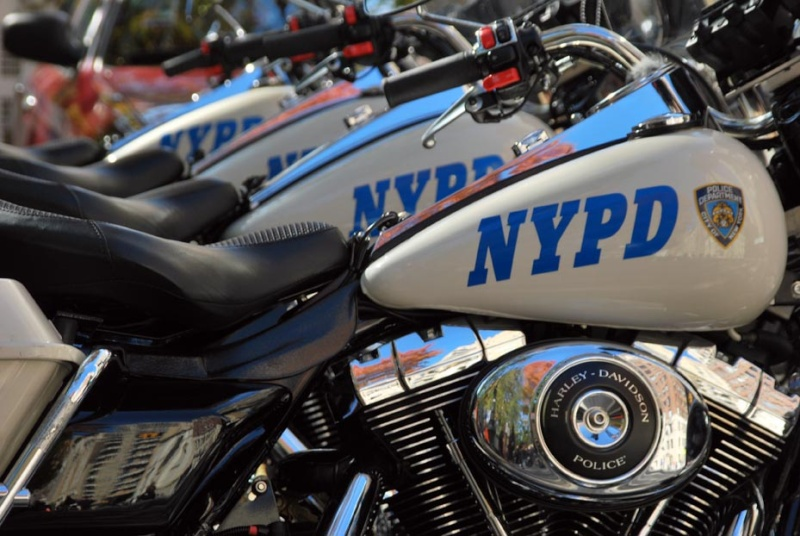 ESSAI du ROAD KING SPECIAL POLICE 2011 - Page 37 Nypd-h10