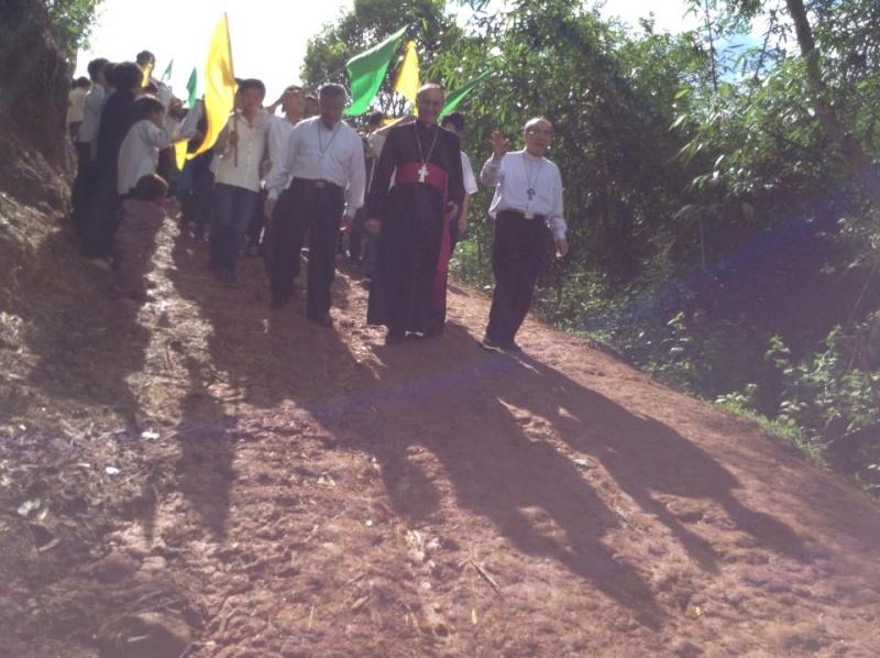 Người Công Giáo H, Mông ở Điên Biên Hmoob Kav Tos liv (Catholic) nyob xeev Dien Bien cob tsib teb 11057311