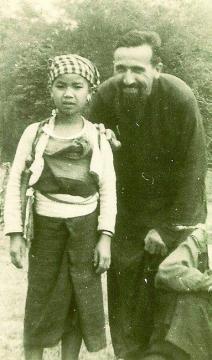 Yuav tsa 15 leeg + 2 leeg ua Leej Ntshiab uas tuag nyob Los Tsuas teb thaum 1954-1970.. Url11