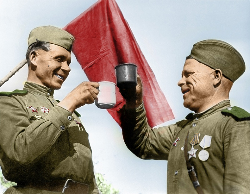 Les tasses de soldats sovietiques - le marquage et differences 47804110