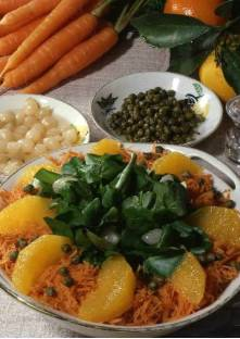Tartine de poisson mariné à l'œuf poché et oignons frits Carott10