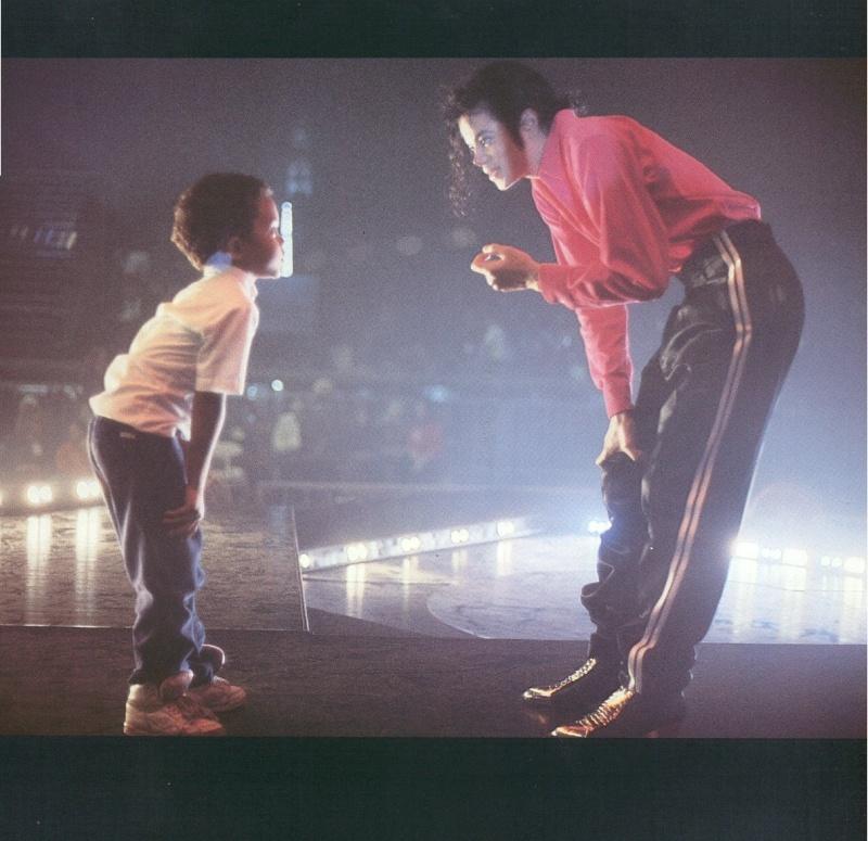 Foto di Michael e i bambini - Pagina 11 23hw3k10