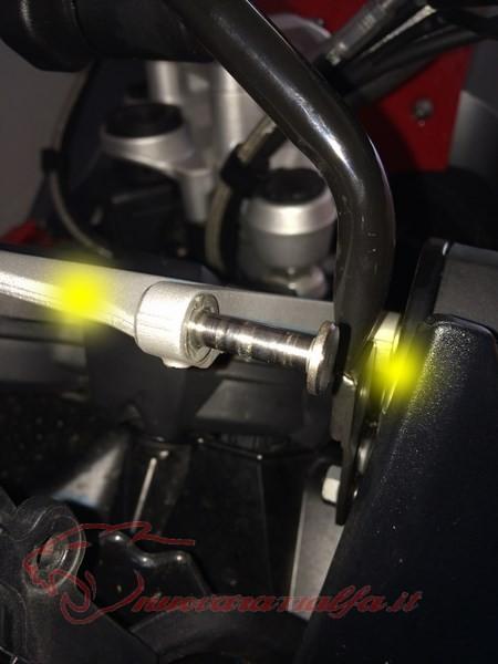 BMW K50 R1200GS LC Smarrimento (o furto?) & SOSTITUZIONE perno meccanismo parabrezza Max45014
