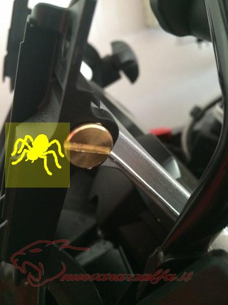 BMW K50 R1200GS LC Smarrimento (o furto?) & SOSTITUZIONE perno meccanismo parabrezza Max45023