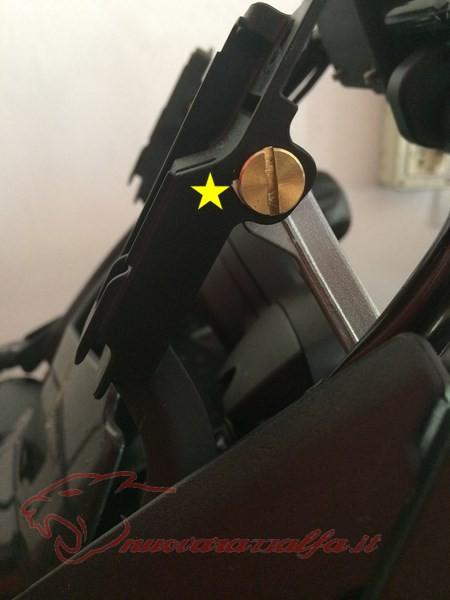 BMW K50 R1200GS LC Smarrimento (o furto?) & SOSTITUZIONE perno meccanismo parabrezza Max45024