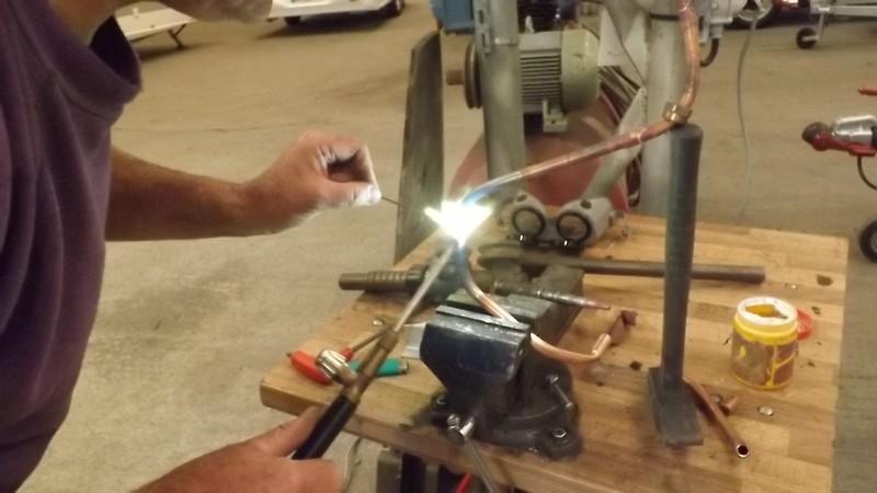 Une petite réparation sur le gaz, çà vous dit.... Dscf0518
