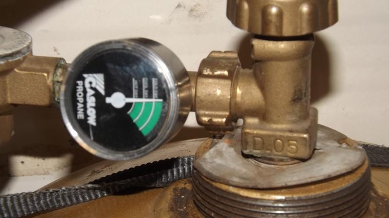 Une petite réparation sur le gaz, çà vous dit.... Dscf0610