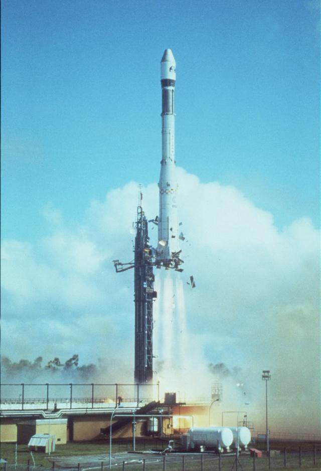 Il y a 30 ans, Giotto fleurtait avec Halley Ariane10