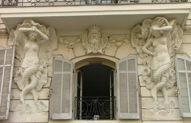 ARCHITECTURE : cariatides et atlantes - Page 2 Siryne10