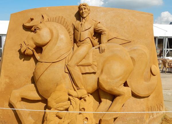 Sculpures sur sable Disney - News Touquet p.1 ! Reine_14