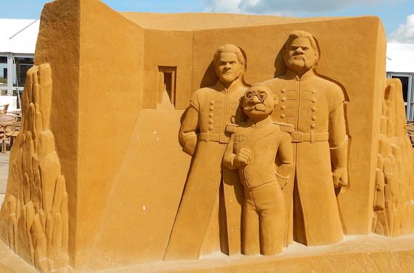 Sculpures sur sable Disney - News Touquet p.1 ! Reine_15