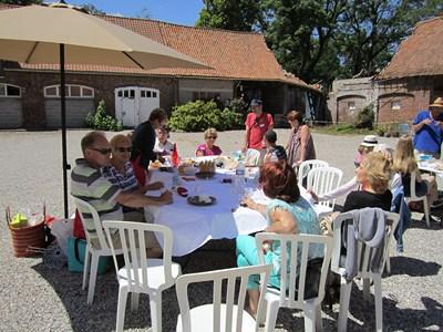 On the last saturday of june: Polyglot picnic (Invitation) Piquen18
