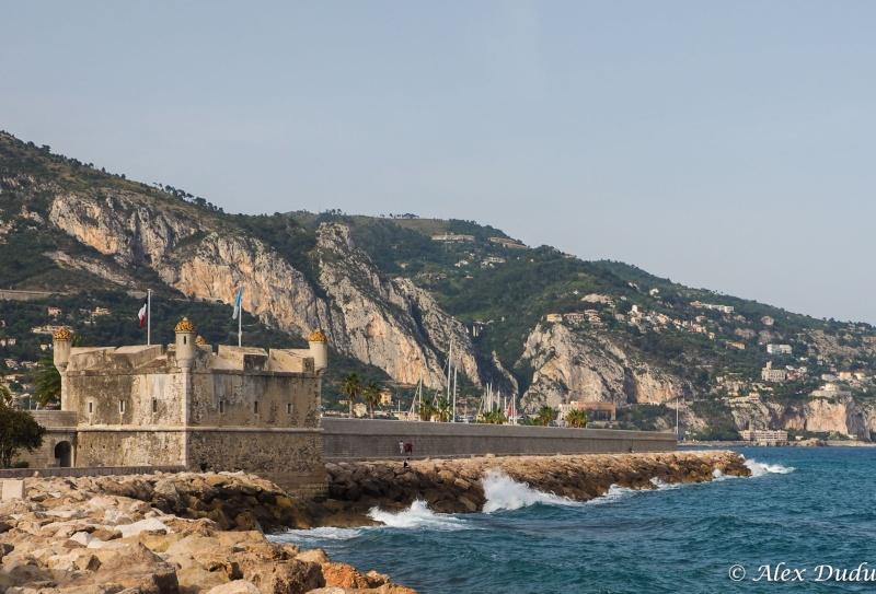 Fort sur le port de Menton!!! P6130611
