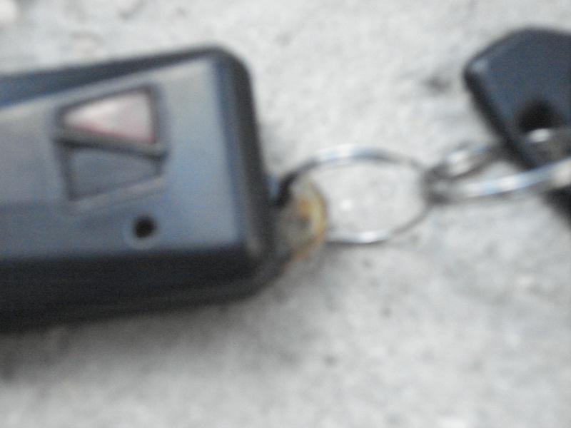 anneau porte clé de télécommande cassé, une astuce à la Macgaïveur? Dsc04318