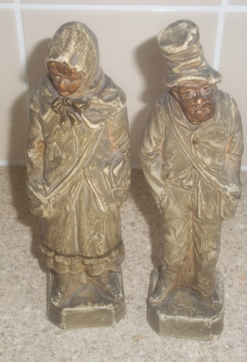 Two ceramic figurines Impress stamped K Figuri13