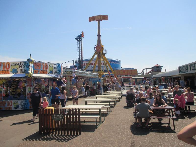 Pleasure Beach & Joyland Fun Fairs Gt. Yarmouth. 09110