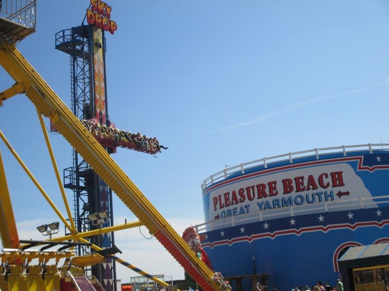 Pleasure Beach & Joyland Fun Fairs Gt. Yarmouth. 09210