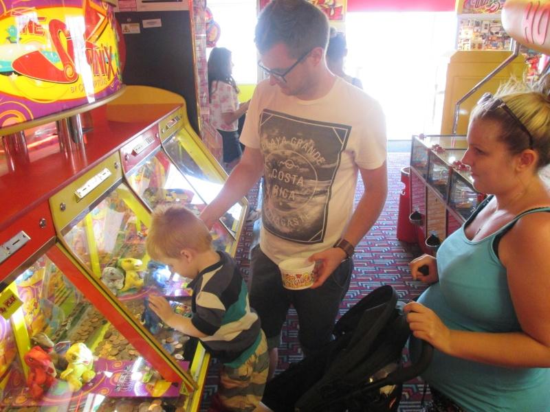 Pleasure Beach & Joyland Fun Fairs Gt. Yarmouth. 11410