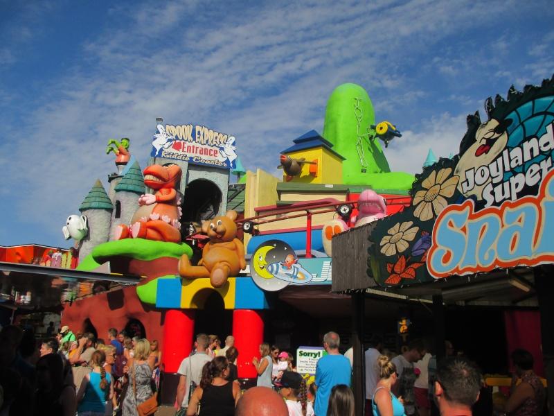Pleasure Beach & Joyland Fun Fairs Gt. Yarmouth. 12110