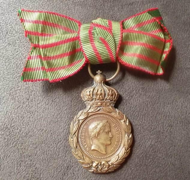medaille sainte helene - ruban en noeud Image012
