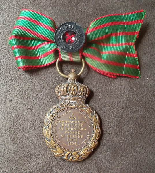 medaille sainte helene - ruban en noeud Image013