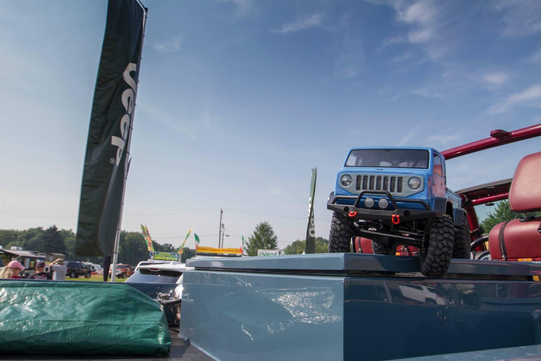 tiens...  vu sur le FB de RPP HOBBY.... Jeep Mighty 11402810