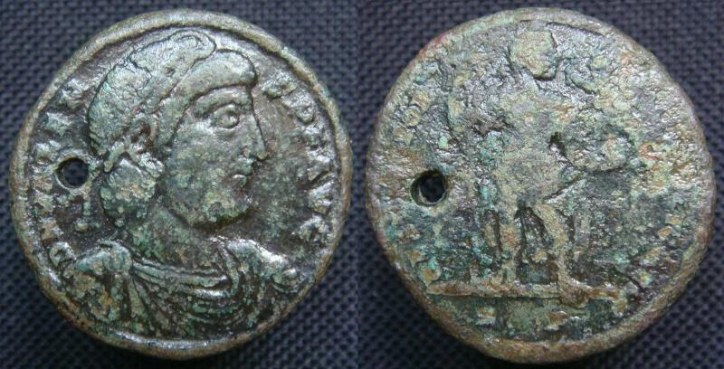Grand bronze de Valens : ae1 ou médaillon ? Medail10