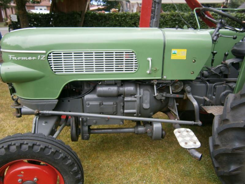 Resi i hol di mit dem Traktor ab P7140020