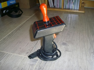 les joysticks oldschool en prise DB9 Phasor10