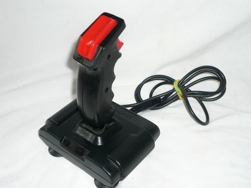 les joysticks oldschool en prise DB9 Quicks10