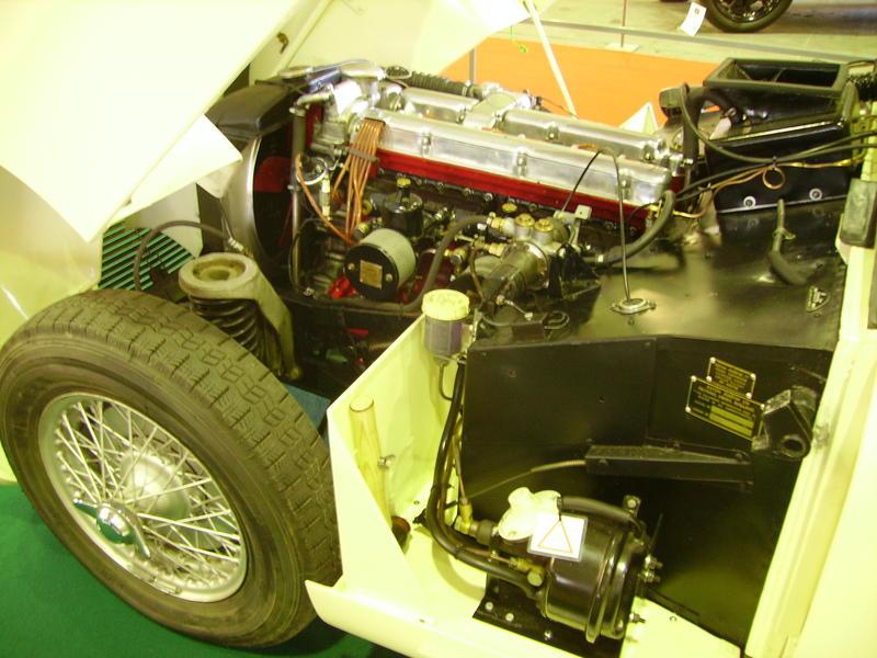 Rétro Auto Forum du Var à Fréjus - Page 3 Aston_10