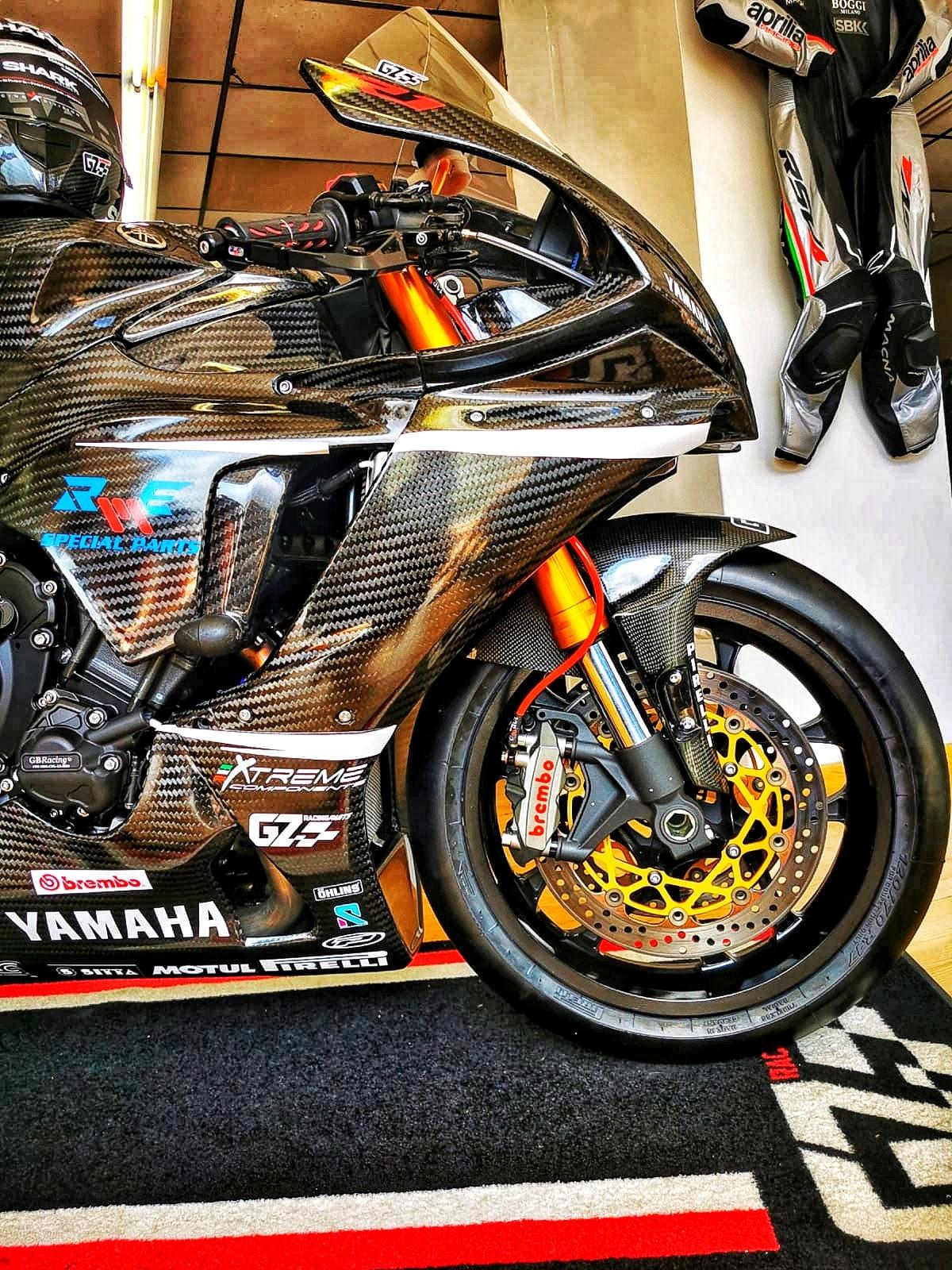 Yamaha R1 et R1M  Crossplane 2015 ( sujet numero3 ) - Page 12 11802510